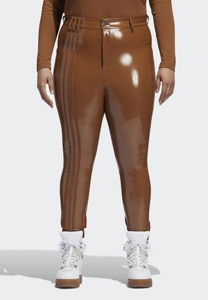 IVY PARK LATEX PANTS (PLUS SIZE) - Tracksuit bottoms - wild brown
