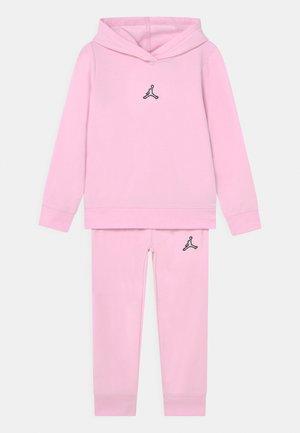 ESSENTIALS SET - Survêtement - pink foam