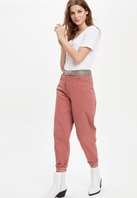 DeFacto - Jeans Tapered Fit - pink - 1