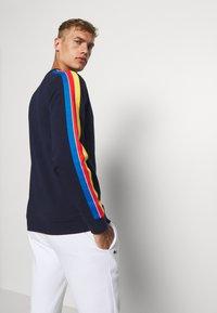 Lacoste Sport - RAINBOW TAPING - Sweatshirt - navy blue/wasp/gladiolus/utramarine/white - 2