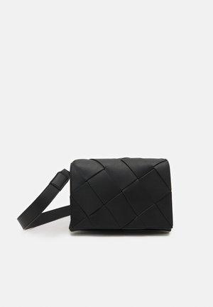 PCFENNI CROSS BODY - Across body bag - black
