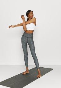 Cotton On Body - REVERSIBLE 7/8 - Leggings - black - 1