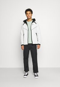 Nike Sportswear - HOODIE  - veste en sweat zippée - light bone/black - 1