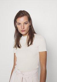 Samsøe Samsøe - JOAN - Basic T-shirt - warm white - 3