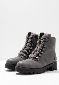JETTE - Kotníkové boty na platformě - grey - 4