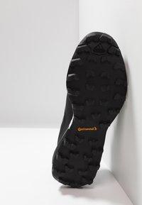 adidas Performance - TERREX SKYCHASER LT - Obuwie hikingowe - core black/grey four - 4