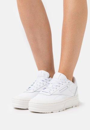 CLUB C DOUBLE GEO - Zapatillas - footwear white/chalk