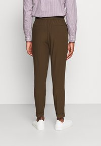 Isaac Dewhirst - THE RELAXED SUIT  - Suit - brown - 5