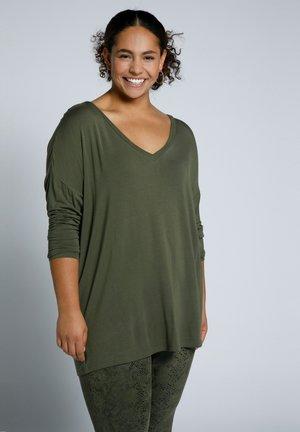 Long sleeved top - moosgrün