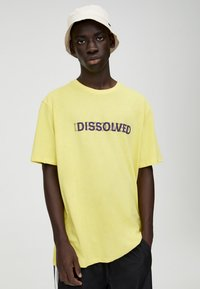 PULL&BEAR - Print T-shirt - yellow - 0