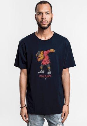 DABBIN - Print T-shirt - nvy/red