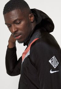 Nike Performance - Veste de running - black/dark smoke grey/reflective silver - 4