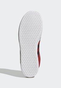 adidas Originals - GAZELLE - Trainers - red - 4