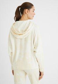 Desigual - PINTUCKS CAMO - Zip-up sweatshirt - white - 2