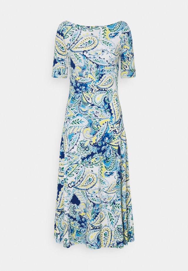 MUNZIE ELBOW SLEEVE CASUAL DRESS - Žerzejové šaty - blue multi