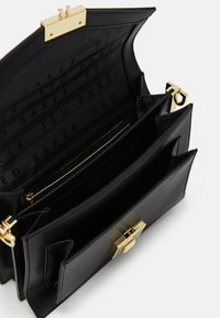 Ted Baker - KIMMIEE LUGGAGE LOCK MINI SATCHEL - Across body bag - black - 2
