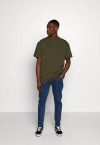 Weekday - UNISEX GREAT - T-shirt - bas - khaki green - 1