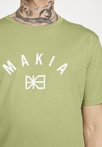 Makia - BRAND - Printtipaita - light green - 4