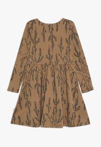 Mainio - HEATHER DRESS - Vestido ligero - dijon - 1