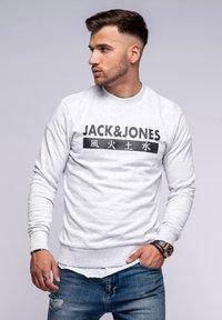 Jack & Jones - ELEMENTS  - Sweatshirt - white melange - 0