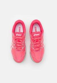 ASICS - COURT SLIDE - Scarpe da tennis per tutte le superfici - pink cameo/white - 3
