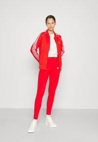 adidas Originals - STRIPES COMPRESSION - Leggings - Trousers - red - 4