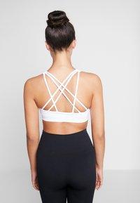 Cotton On Body - STRAPPY SPORTS CROP - Light support sports bra - white - 2