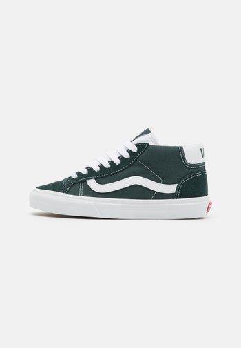 MID SKOOL 37 UNISEX - Höga sneakers - darkest spruce/true white