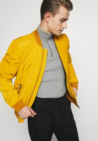 Lindbergh - Bomber Jacket - yellow - 2