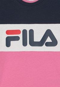 Fila - THEA BLOCKED UNISEX - Triko spotiskem - super pink/black iris/bright white - 2