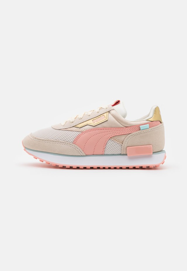 FUTURE RIDER CHROME - Sneakersy niskie - eggnog/apricot blush/shifting sand