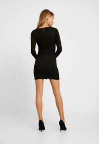 Missguided Petite - POPPER FRONT MINI DRESS - Abito in maglia - black - 3
