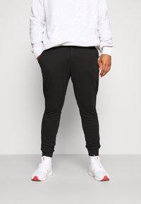 Puma Golf - TARMAC JOGGER - Spodnie materiałowe - puma black - 0