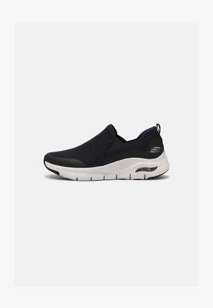 ARCH FIT BANLIN - Sneakersy niskie - navy