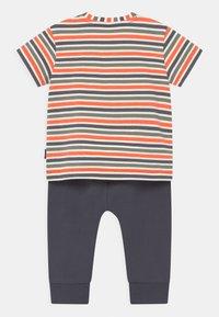 Staccato - SET - T-shirt print - dark blue/orange - 1
