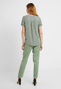 Vero Moda Tall - VMARIEL - Bluser - hedge green/ariel - 2