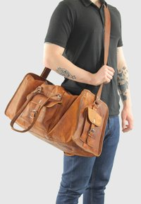 Gusti Leder - Weekend bag - brown - 0