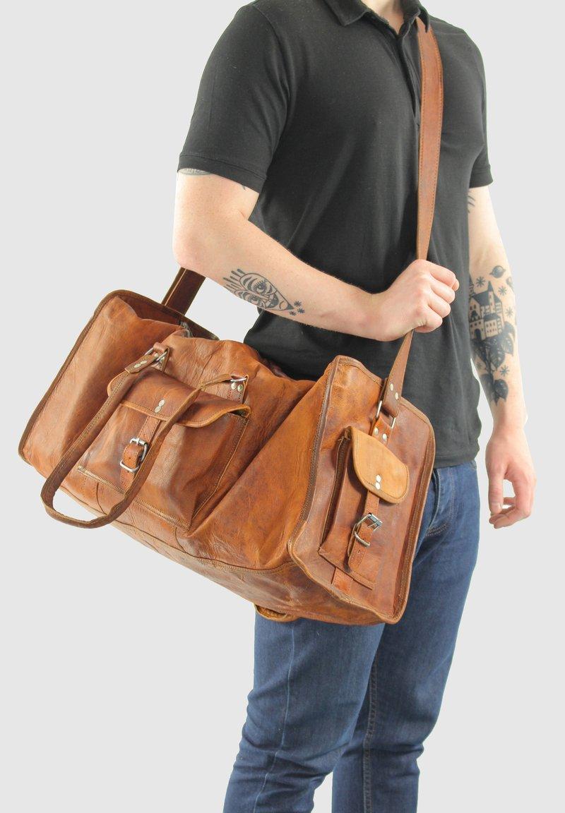 Gusti Leder - Weekend bag - brown