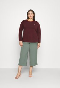 Levi's® Plus - LONG SLEEVE BABY TEE - Long sleeved top - brown - 1