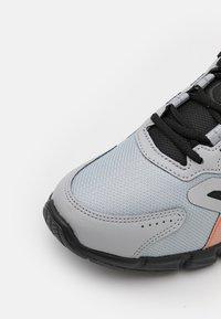 ASICS - GEL-QUANTUM 90 - Neutral running shoes - piedmont grey/marigold orange - 5