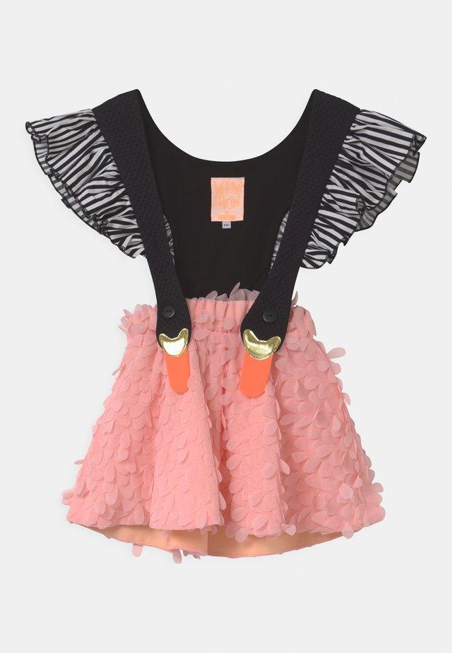 BIRD GIRL FRILL - Falda acampanada - pink/black