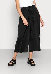JUST FEMALE - PANTS - Pantalones - black - 0