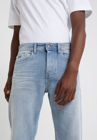 BOSS - TABER - Jeans Tapered Fit - bright blue - 3