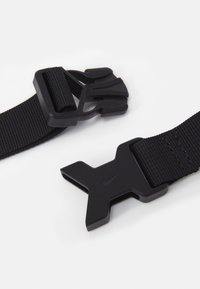 Nike Sportswear - HERITAGE 2.0 UNISEX - Taška spříčným popruhem - black/metallic silver - 3