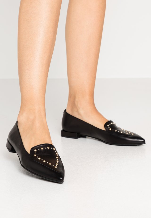SUCCES STUDS - Loaferit/pistokkaat - black
