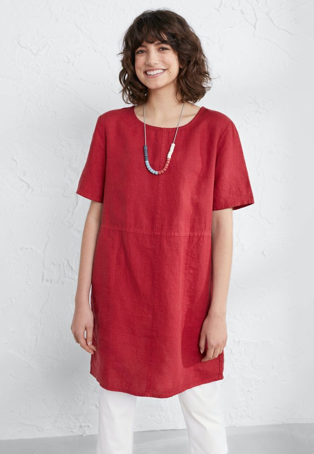 SOFT SHADING - Tuniek - red
