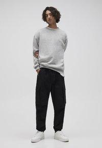 PULL&BEAR - Pantalon cargo - dark grey - 1