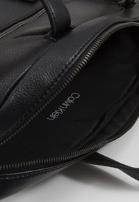 Calvin Klein - POCKET LAPTOP BAG - Aktówka - black - 2