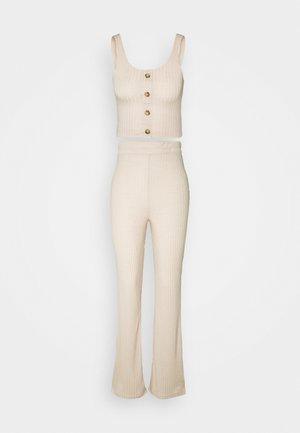 BUTTON FRONT WIDE LEG LOUNGE SET - Pyjamas - ivory