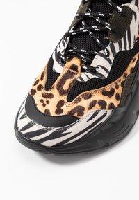 Steve Madden - ANTONIA - Sneakers - olive/multicolor - 2